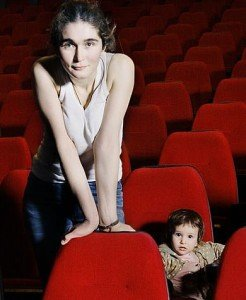 maria-saakyan-001-with-child-red-cinema-seats